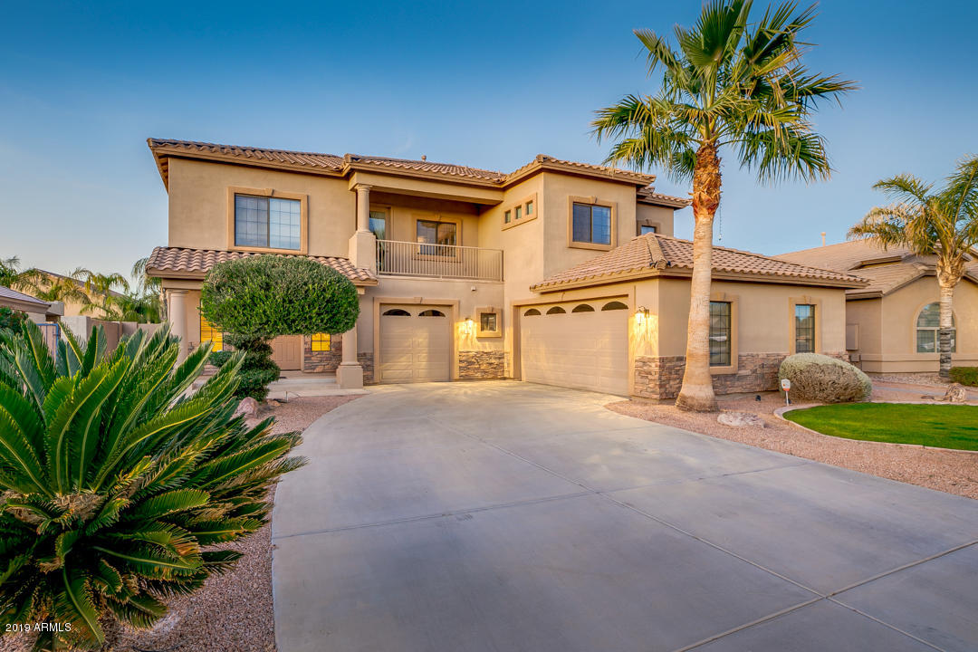 Photo of 928 E NOLAN Place, Chandler, AZ 85249