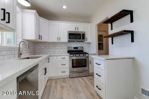 1122 W Mackenzie Drive Phoenix, AZ 85013