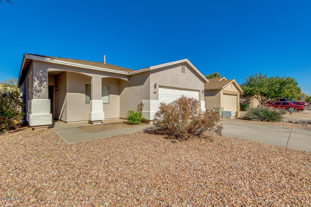 Photo of 1046 E COWBOY COVE Trail, San Tan Valley, AZ 85143
