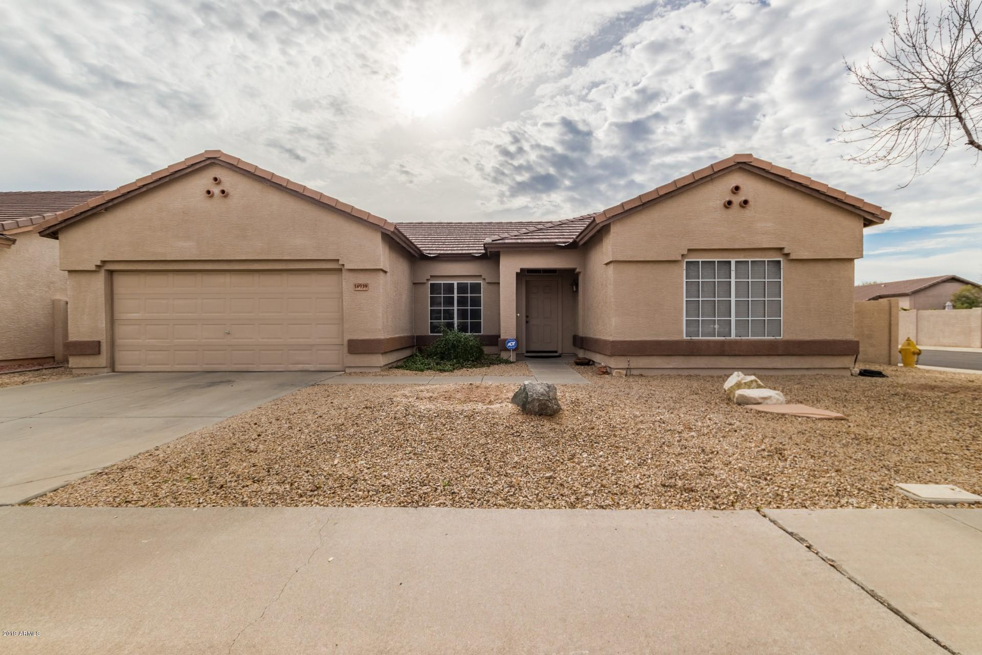 Photo of 14939 W HONEYSUCKLE Lane, Surprise, AZ 85374