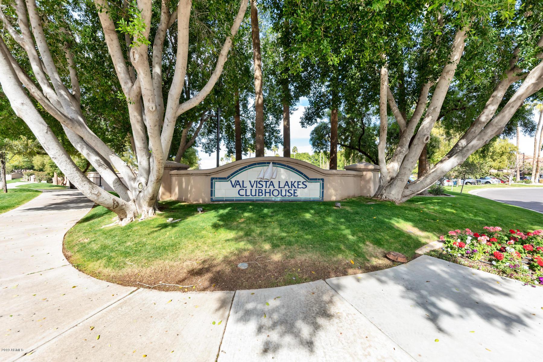 Photo of 1633 E LAKESIDE Drive #32, Gilbert, AZ 85234