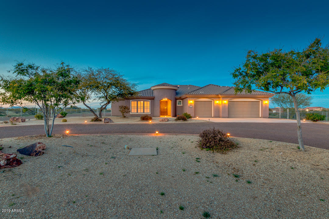 Photo of 25234 W BLUE SKY Drive, Wittmann, AZ 85361