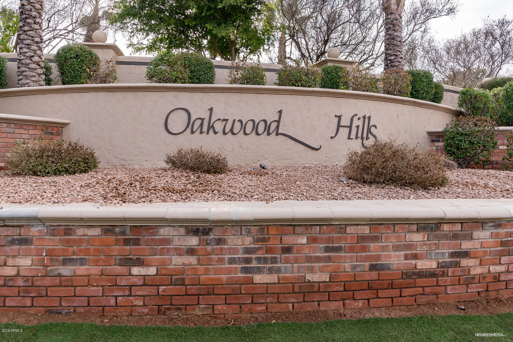 17 E Oakwood Hills Drive Photo 2