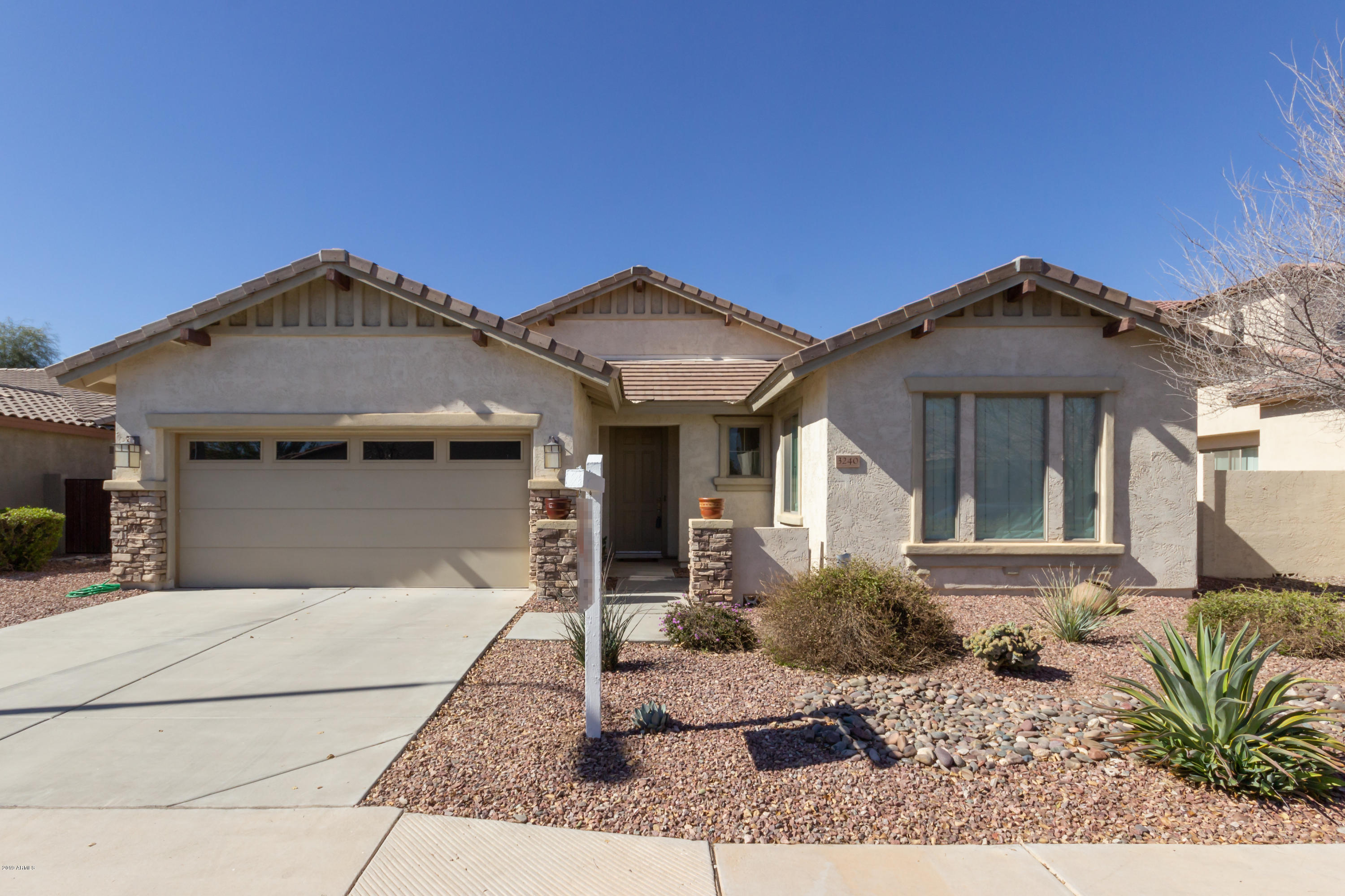 Photo of 3240 S HOLGUIN Way, Chandler, AZ 85248