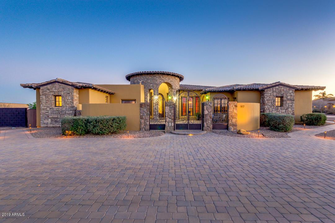 Photo of 917 W QUAIL Circle, San Tan Valley, AZ 85143