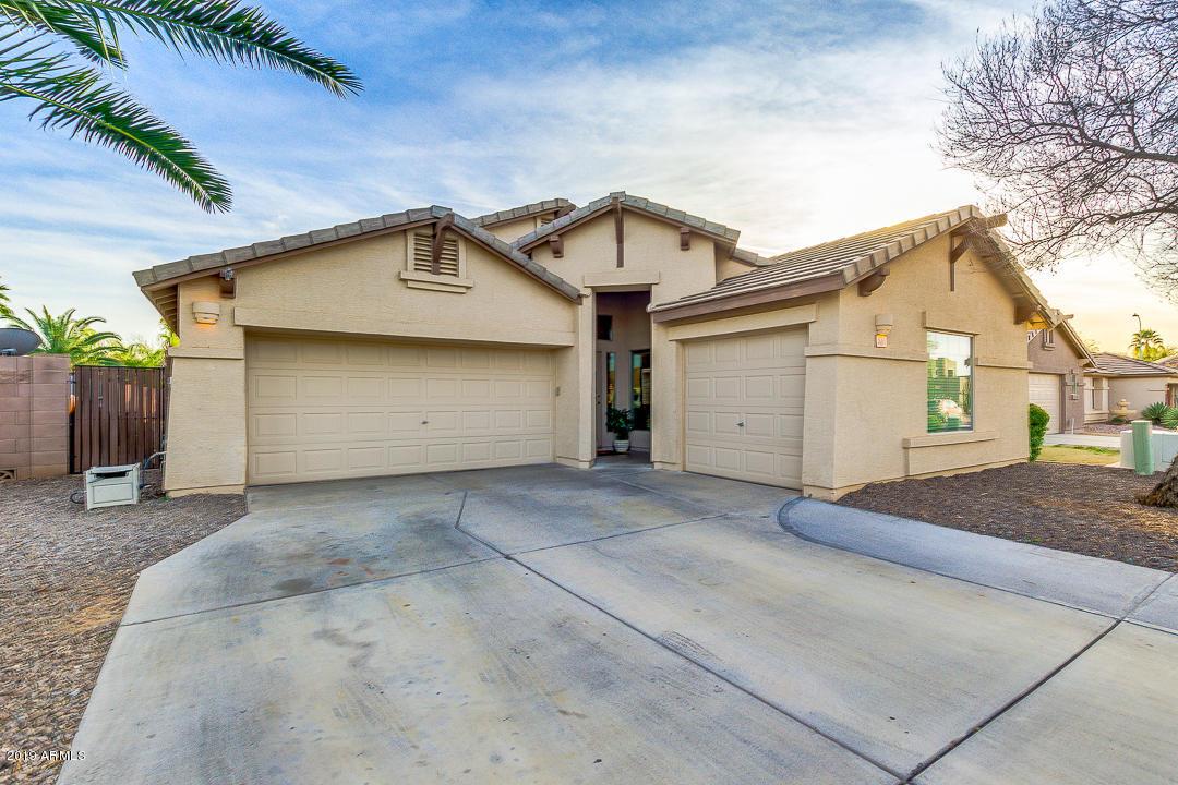 Photo of 3081 E CHERRY HILLS Place, Chandler, AZ 85249