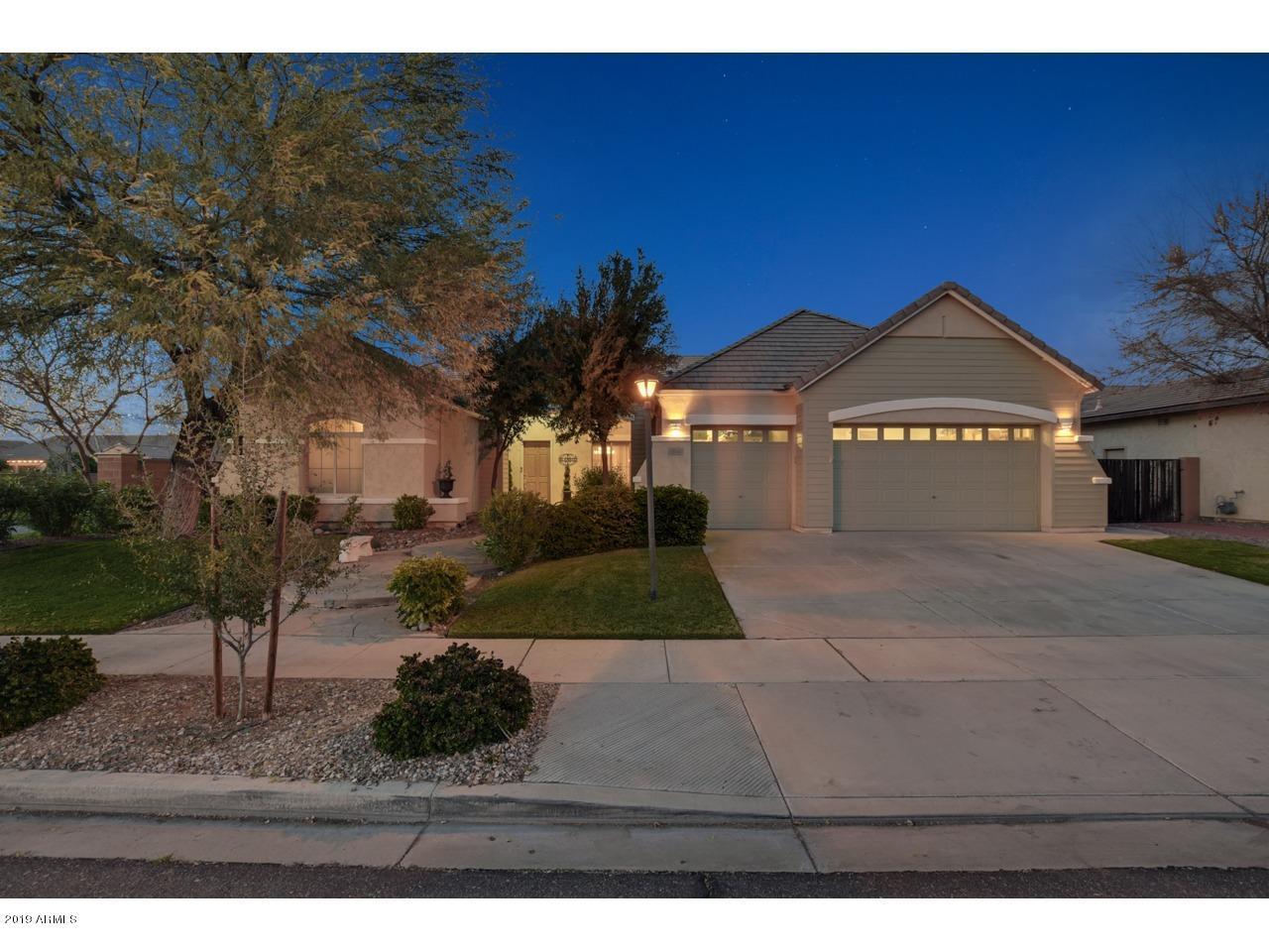 Photo of 2144 E CANYON Place, Chandler, AZ 85249