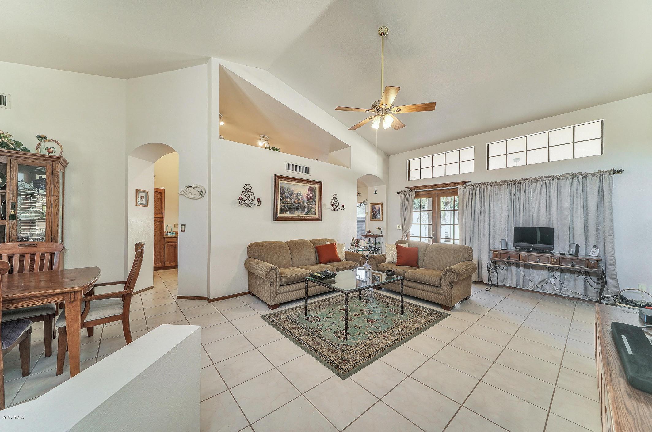Photo of 702 W SUMMIT Place, Chandler, AZ 85225