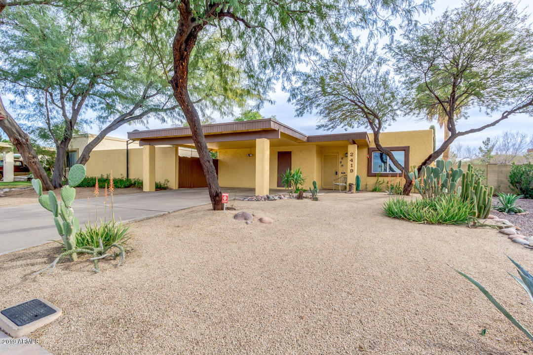 Photo of 2419 W DUNBAR Drive, Tempe, AZ 85282