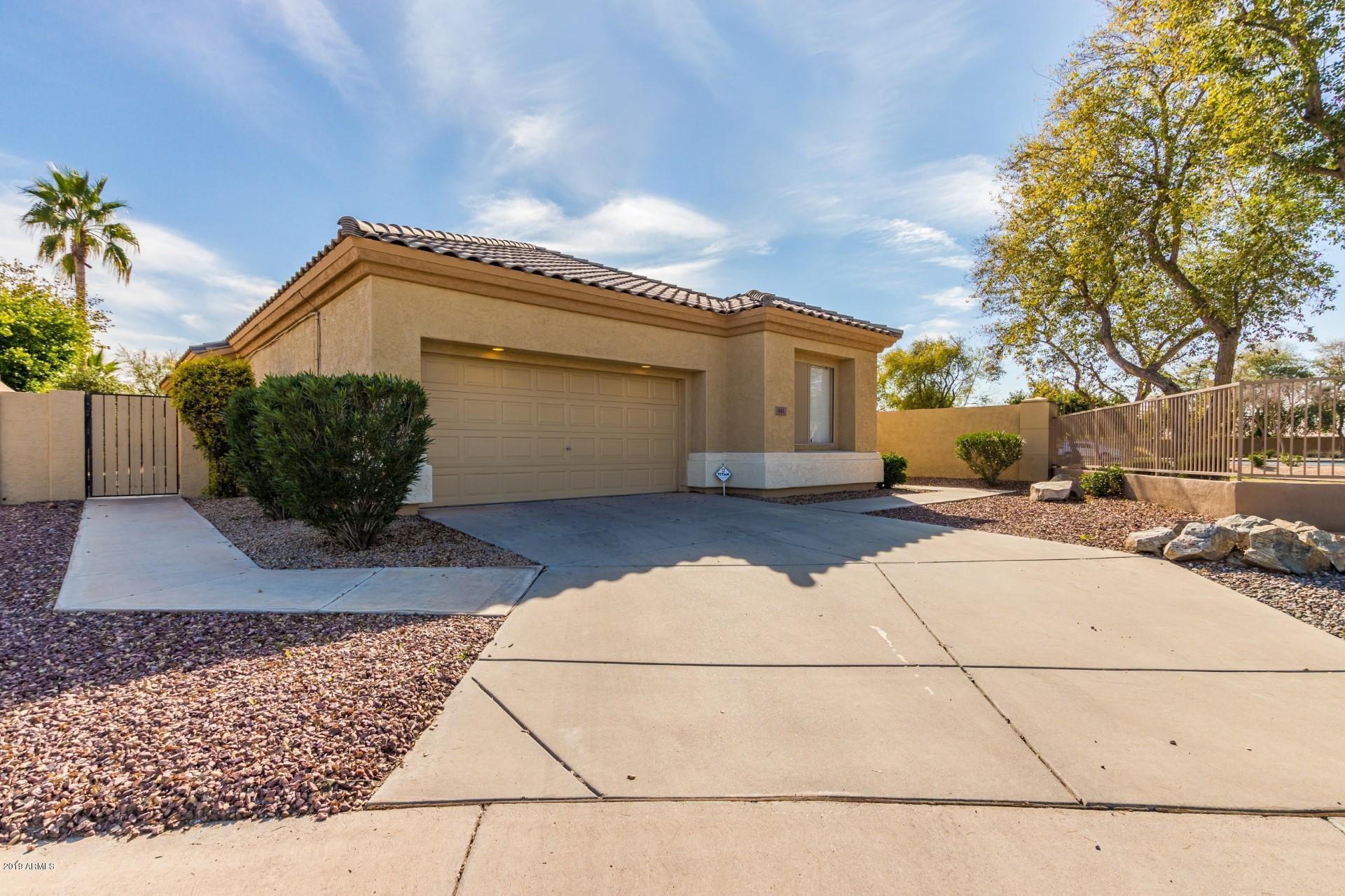 Photo of 943 W Raven Drive, Chandler, AZ 85286