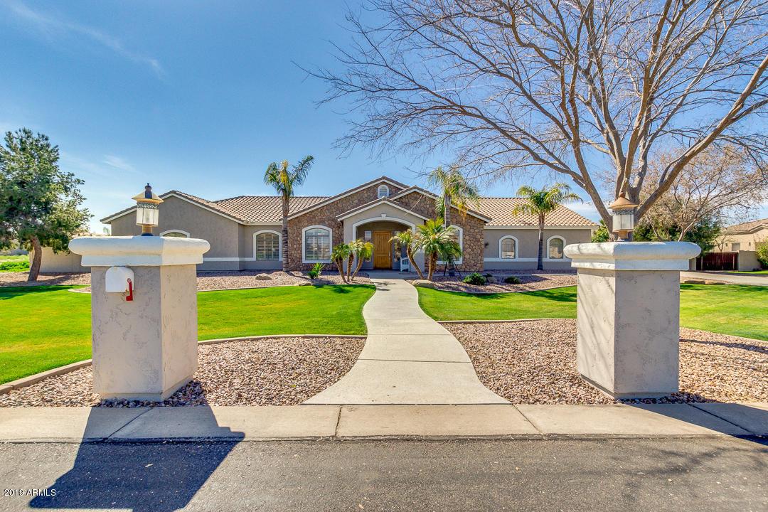 Photo of 2655 E COUNTRY SHADOWS Court, Gilbert, AZ 85298