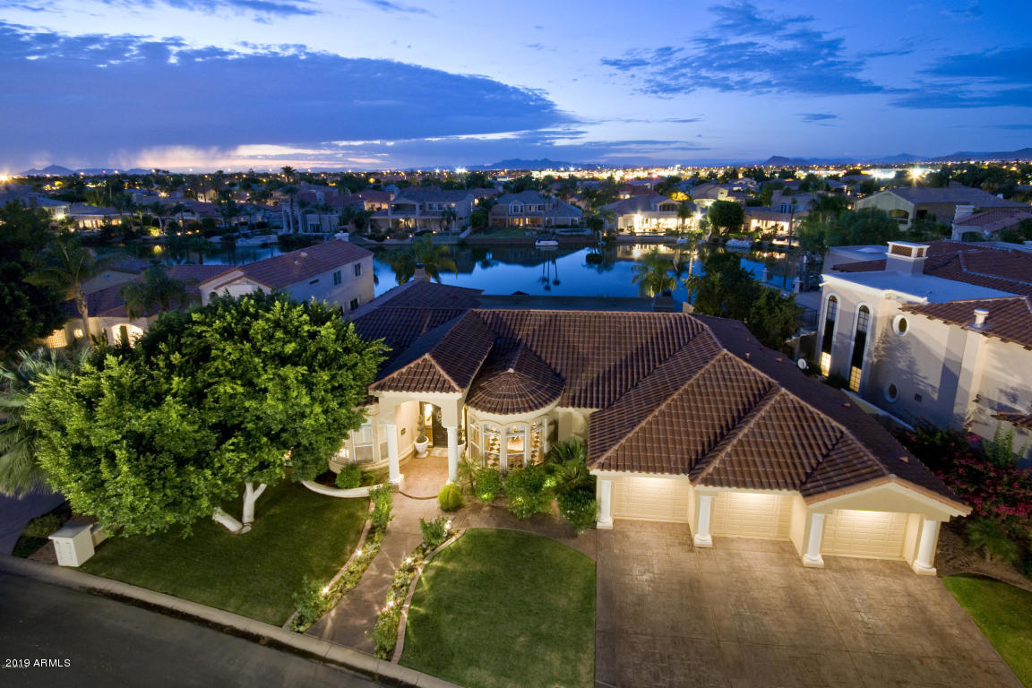 Photo of 1414 E CORAL COVE Drive, Gilbert, AZ 85234