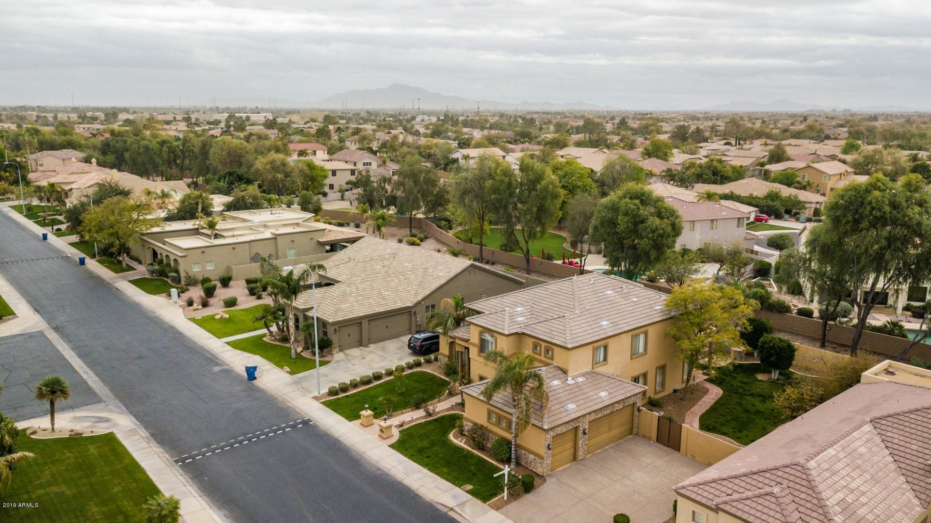 MLS 5895150 711 W AZALEA Drive, Chandler, AZ 85248 Golf Community