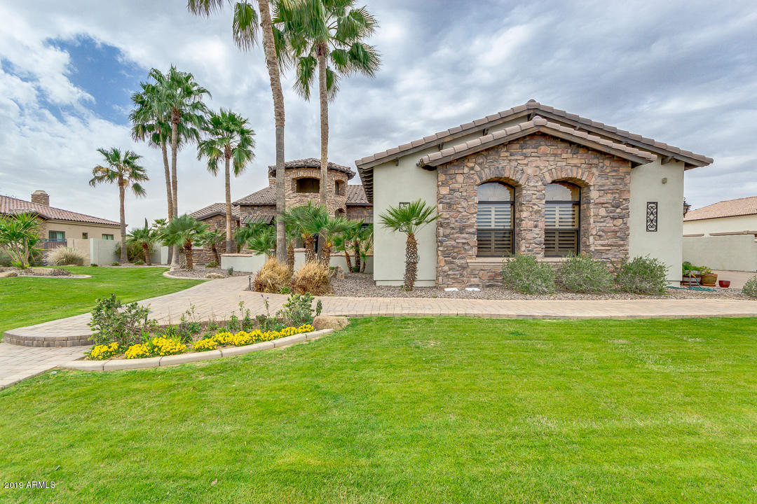 Photo of 5660 S GEMSTONE Drive, Chandler, AZ 85249