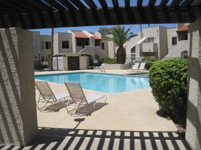 Photo of 4730 W NORTHERN Avenue #1072, Glendale, AZ 85301