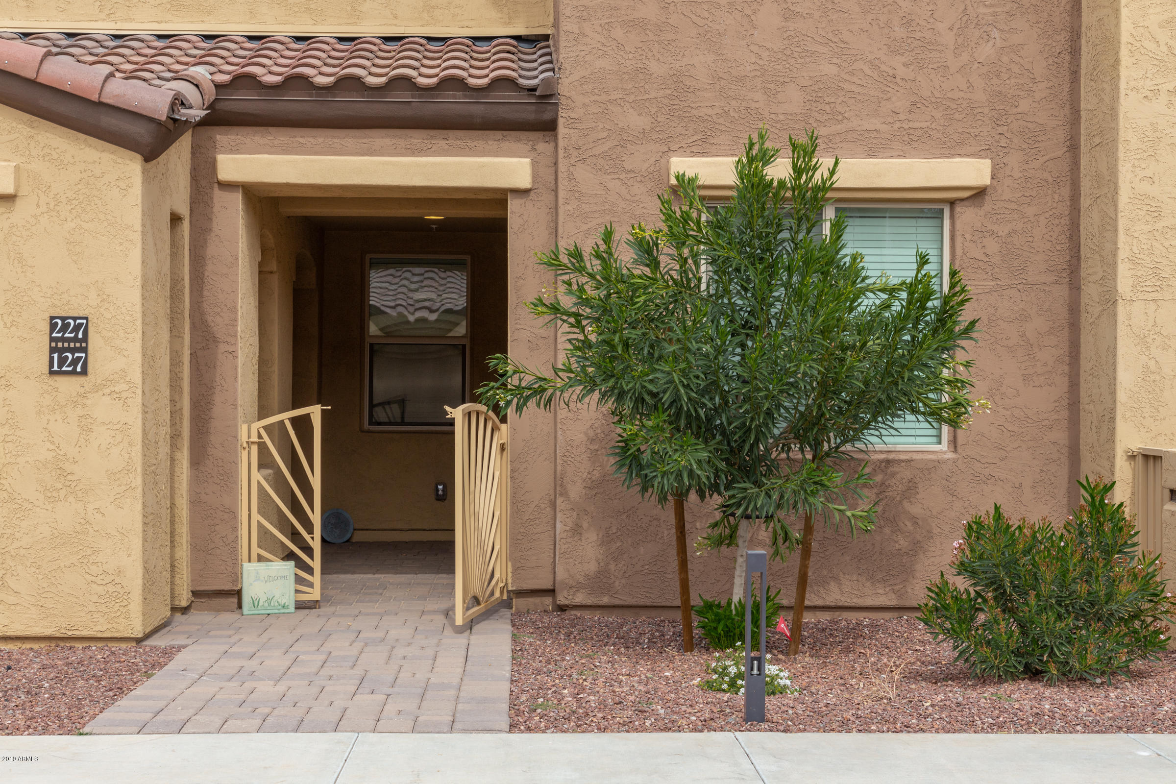 Photo of 250 W QUEEN CREEK Road #127, Chandler, AZ 85248