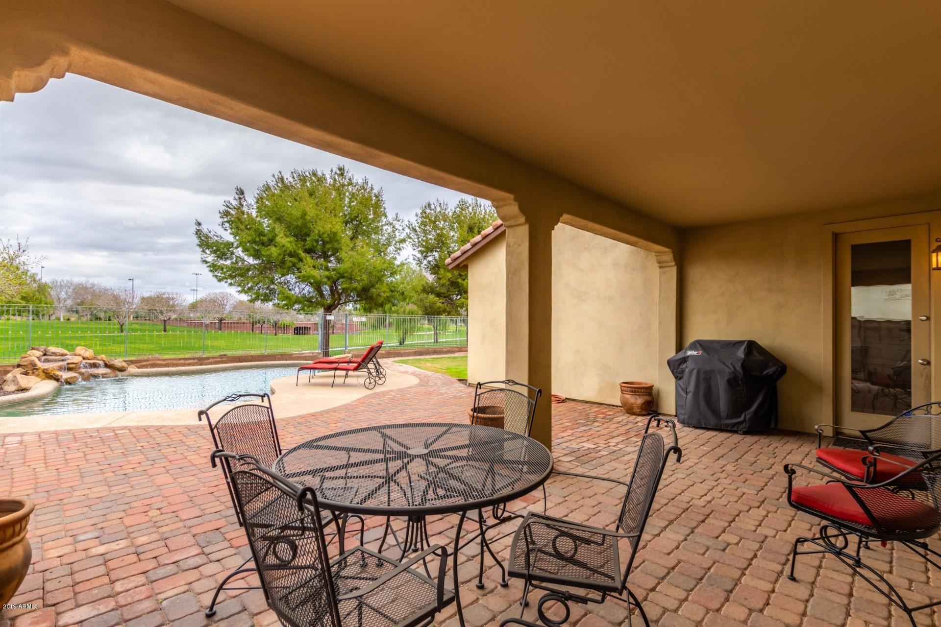 Photo of 15152 W DAHLIA Drive, Surprise, AZ 85379