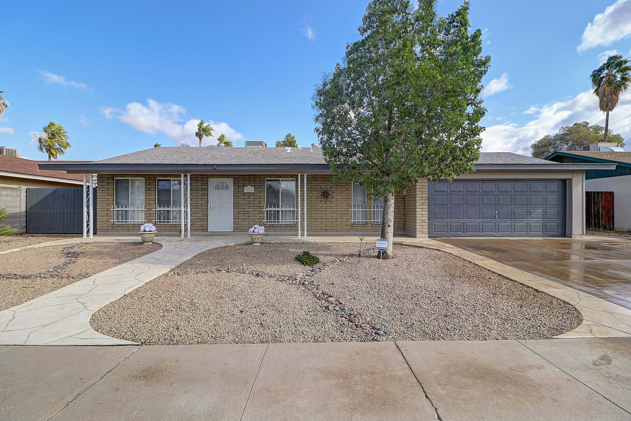 Photo of 906 E GARNET Avenue, Mesa, AZ 85204