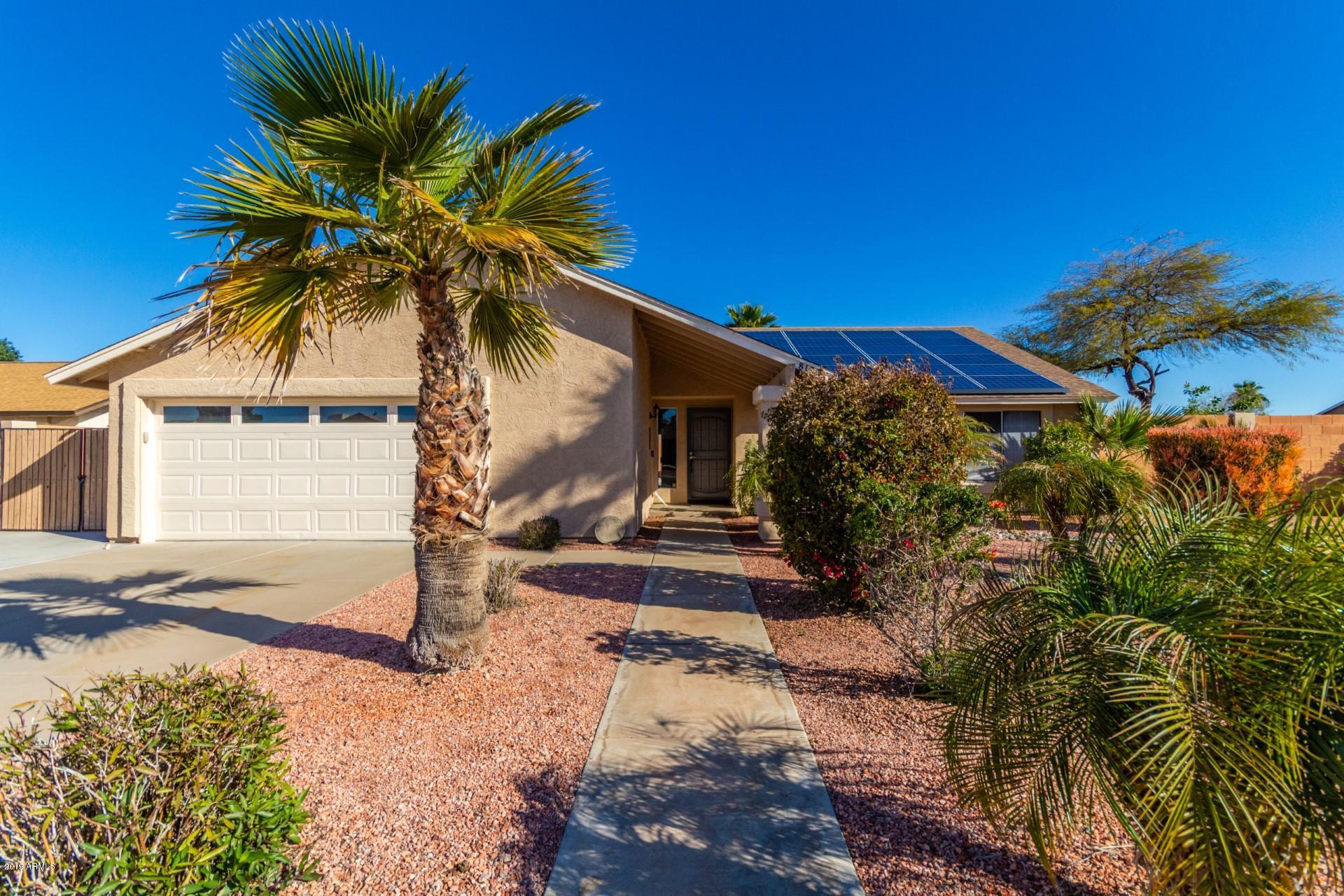 Photo of 8102 W WINDROSE Drive, Peoria, AZ 85381
