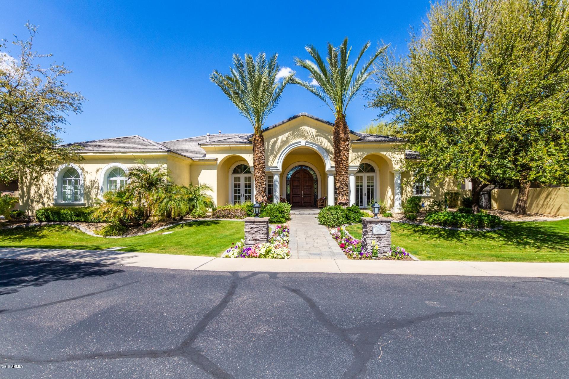 Photo of 6114 W TROVITA Place, Chandler, AZ 85226