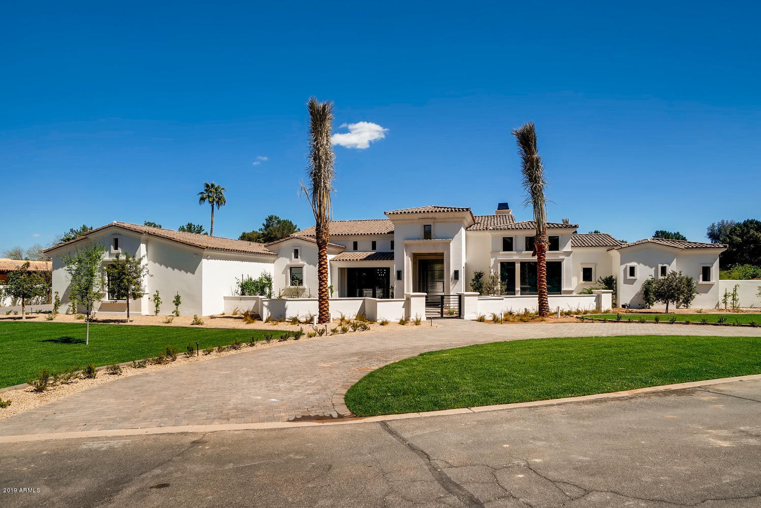 Photo of 9105 N FOOTHILLS MANOR Drive, Paradise Valley, AZ 85253