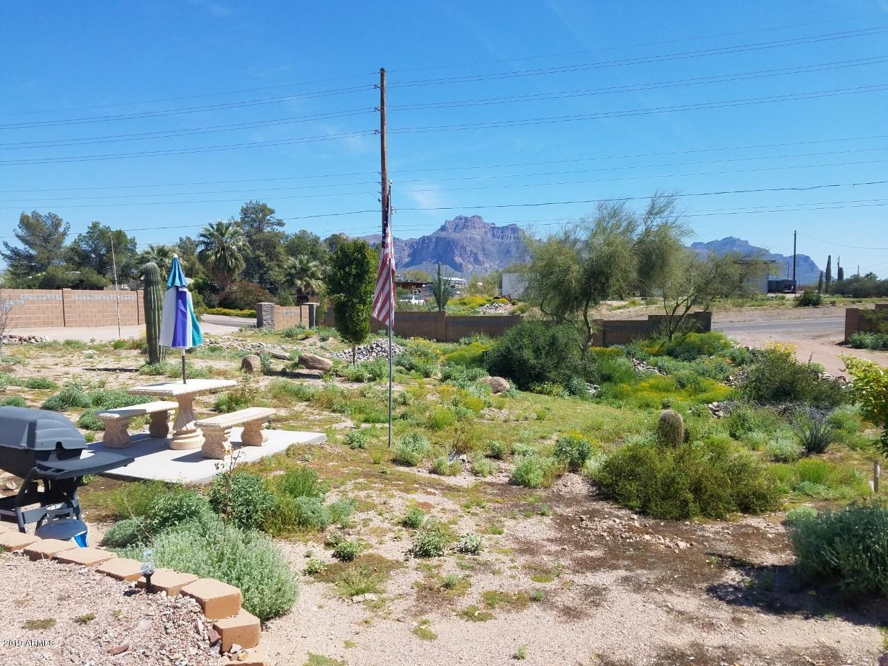 Photo of 626 N TOMAHAWK Road, Apache Junction, AZ 85119