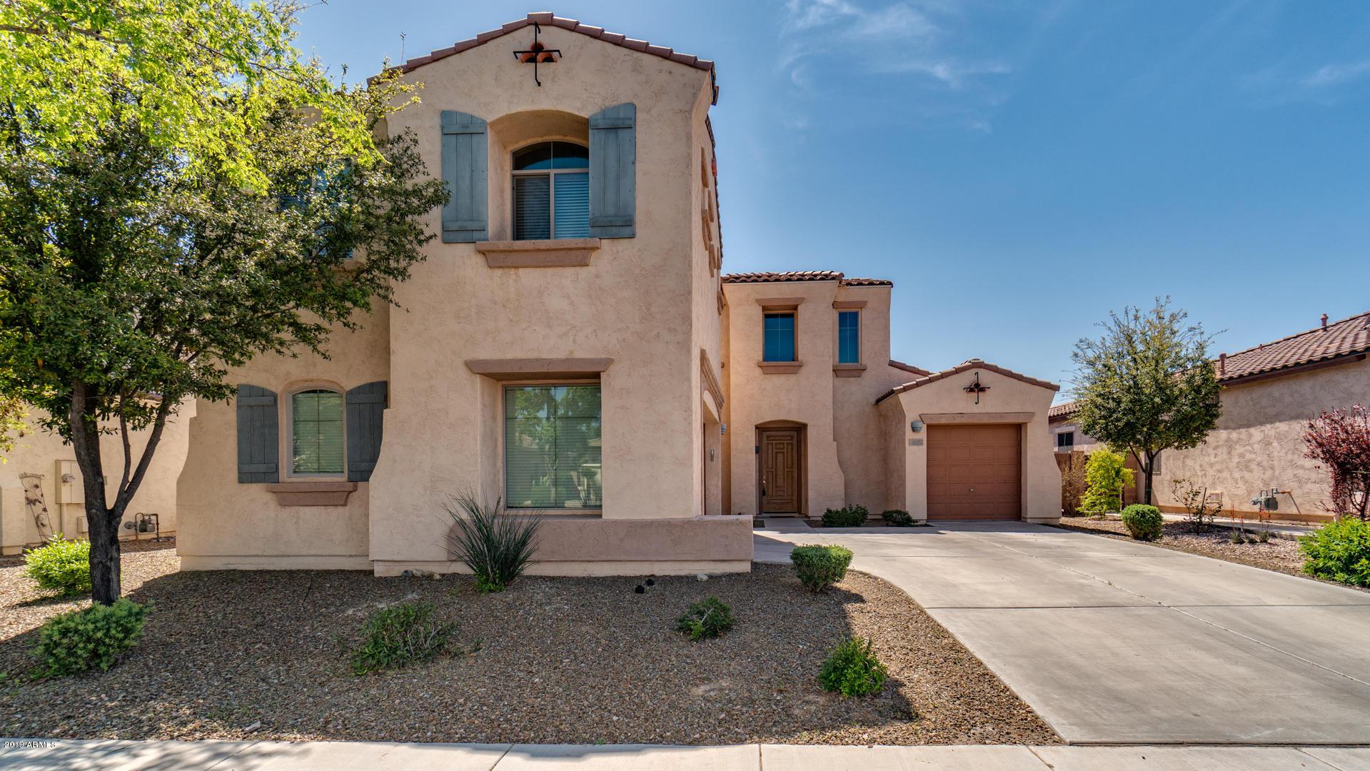 Photo of 637 E INDIAN WELLS Place, Chandler, AZ 85249