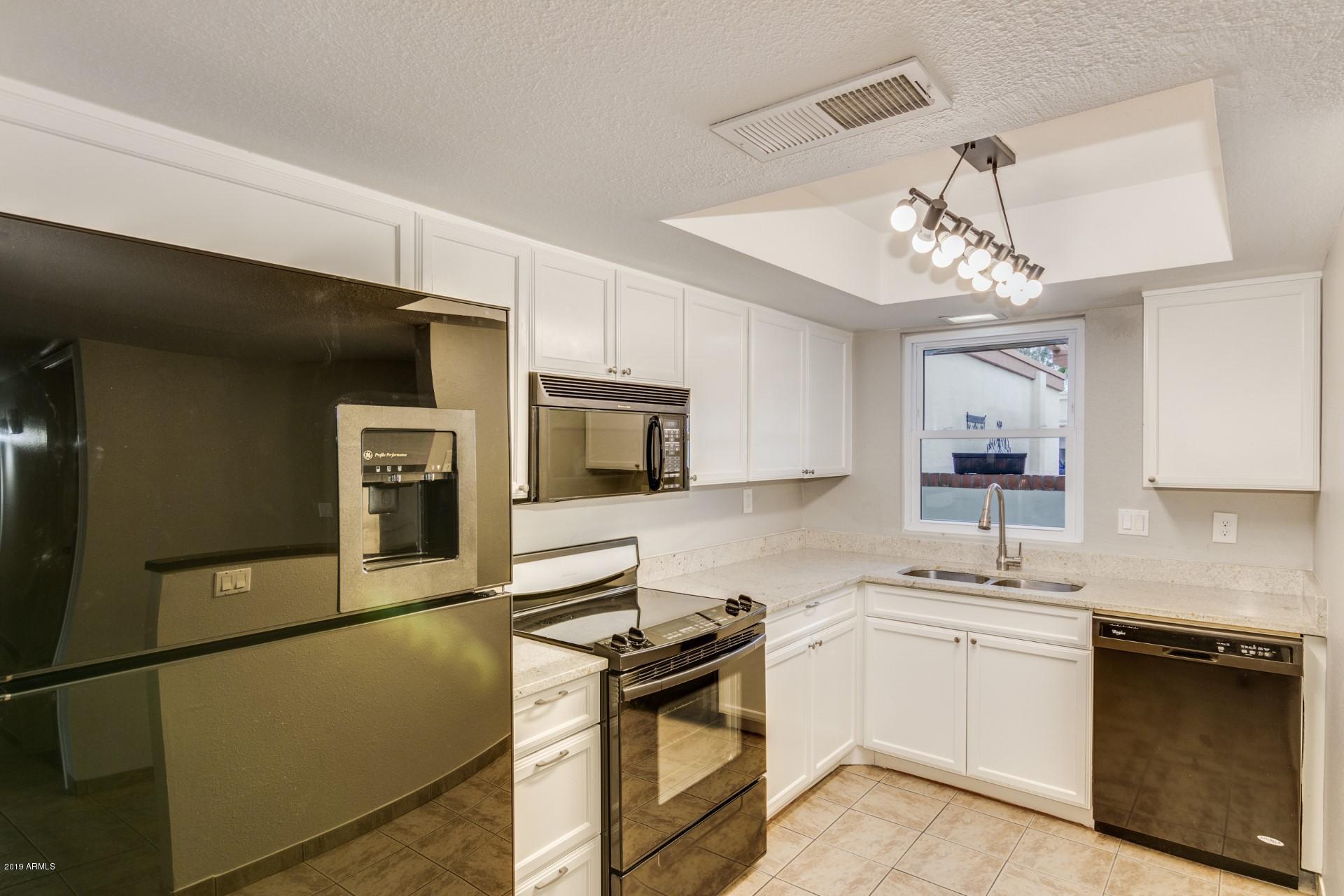 Photo of 2411 W VOLTAIRE Avenue, Phoenix, AZ 85029