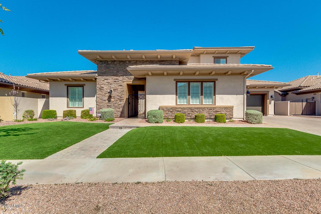 Photo of 334 W GRAND CANYON Drive, Chandler, AZ 85248