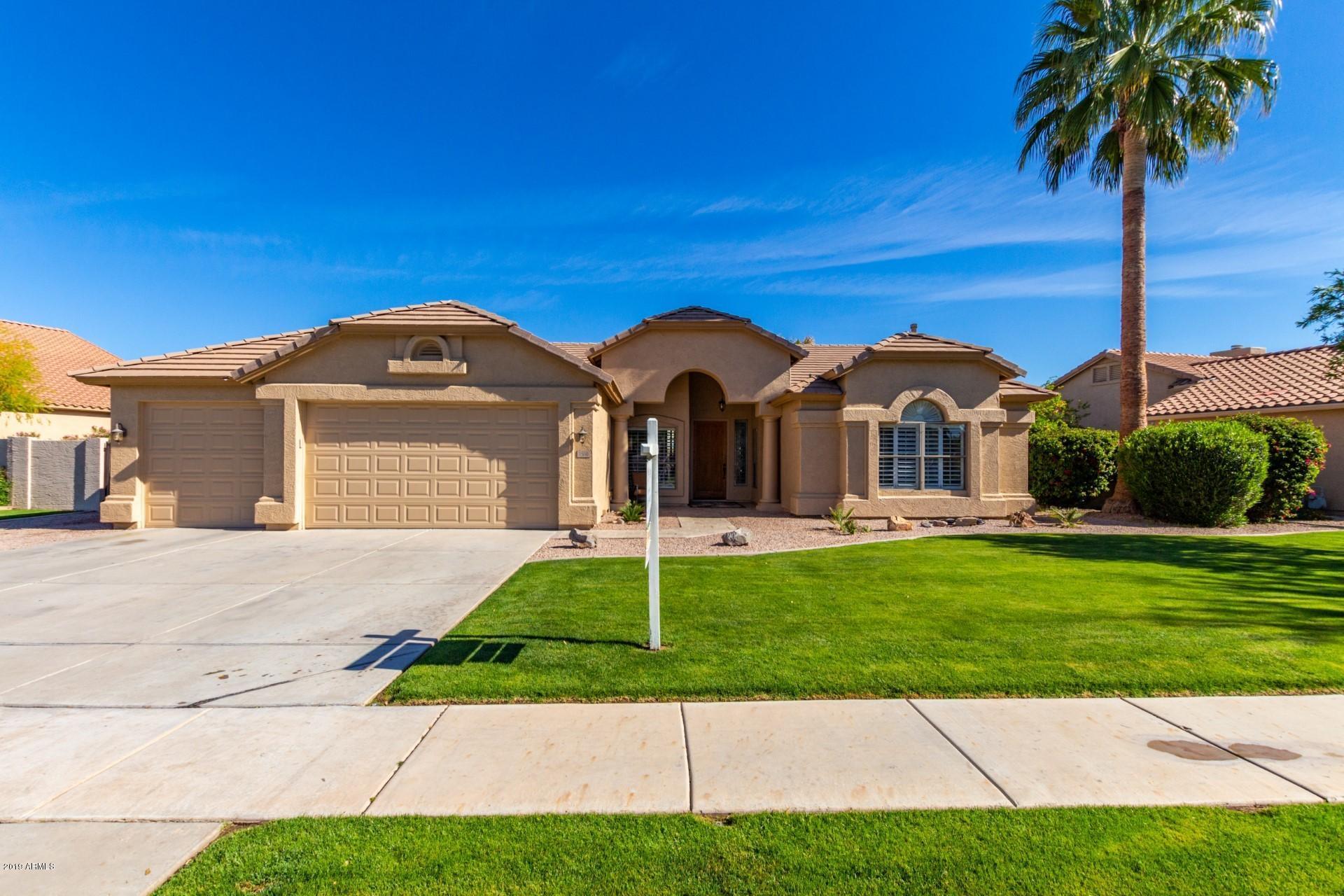 Photo of 1560 W BLUE RIDGE Way, Chandler, AZ 85248