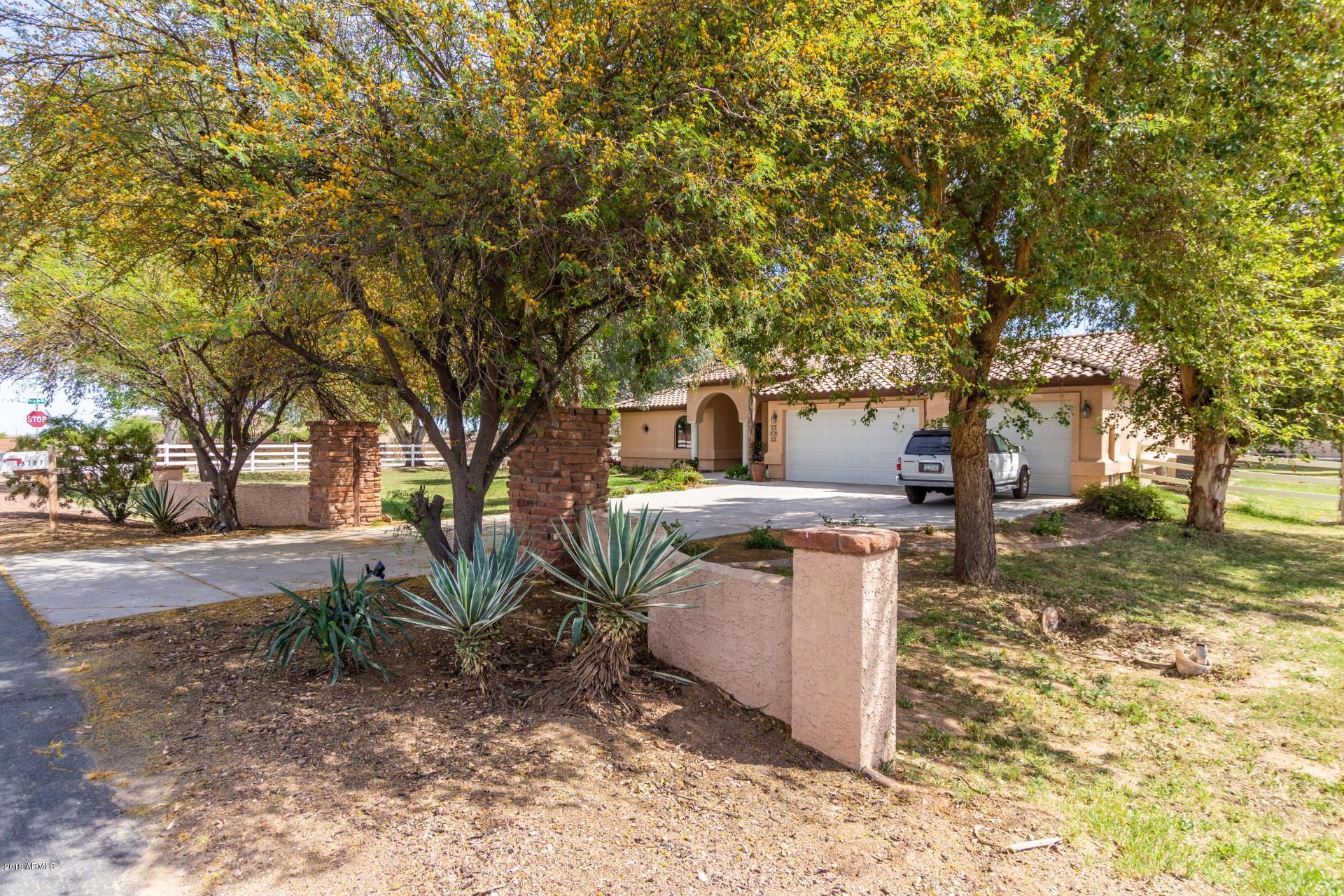 Photo of 18707 W ELM Street, Litchfield Park, AZ 85340