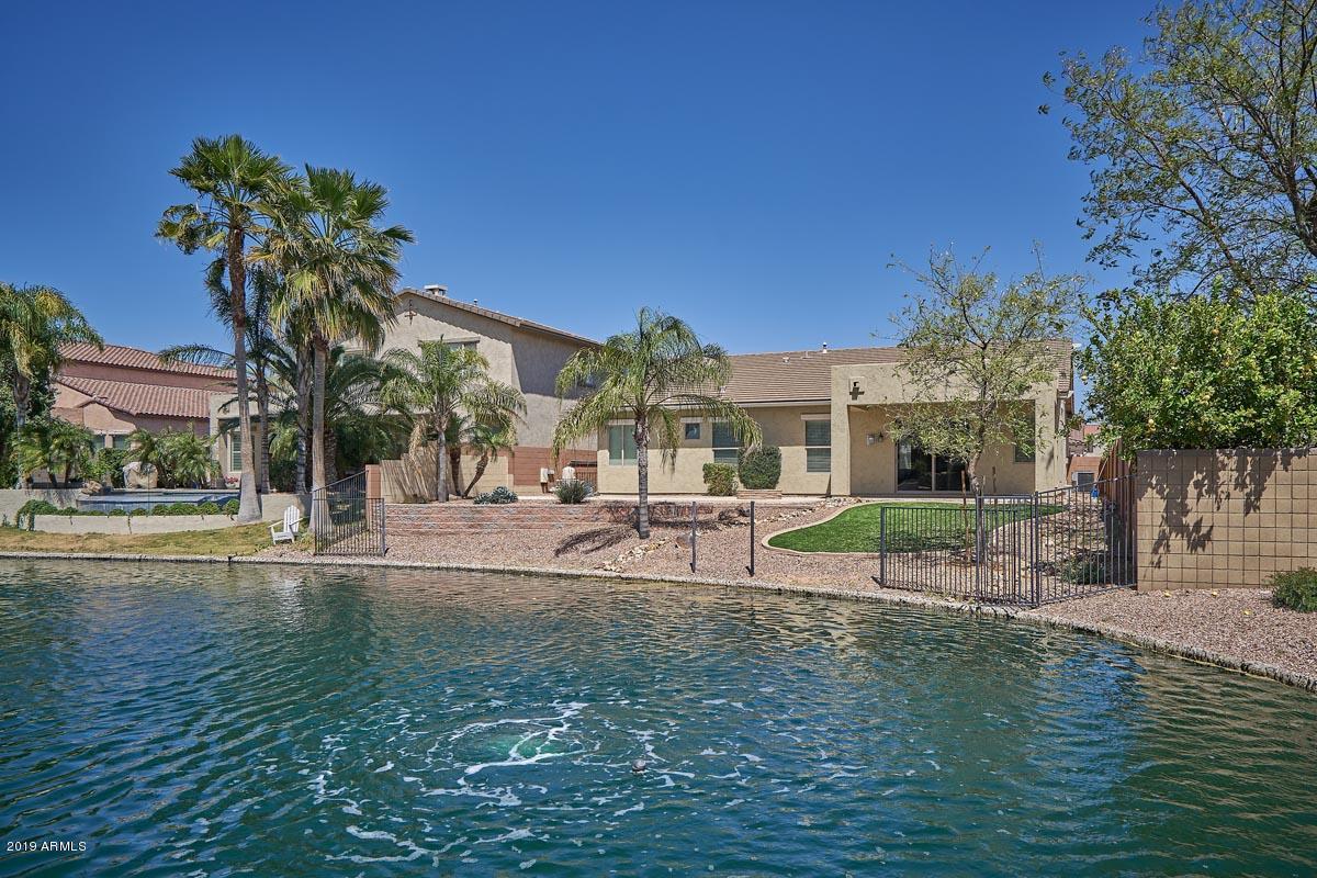 Photo of 659 E LA COSTA Drive, Chandler, AZ 85249