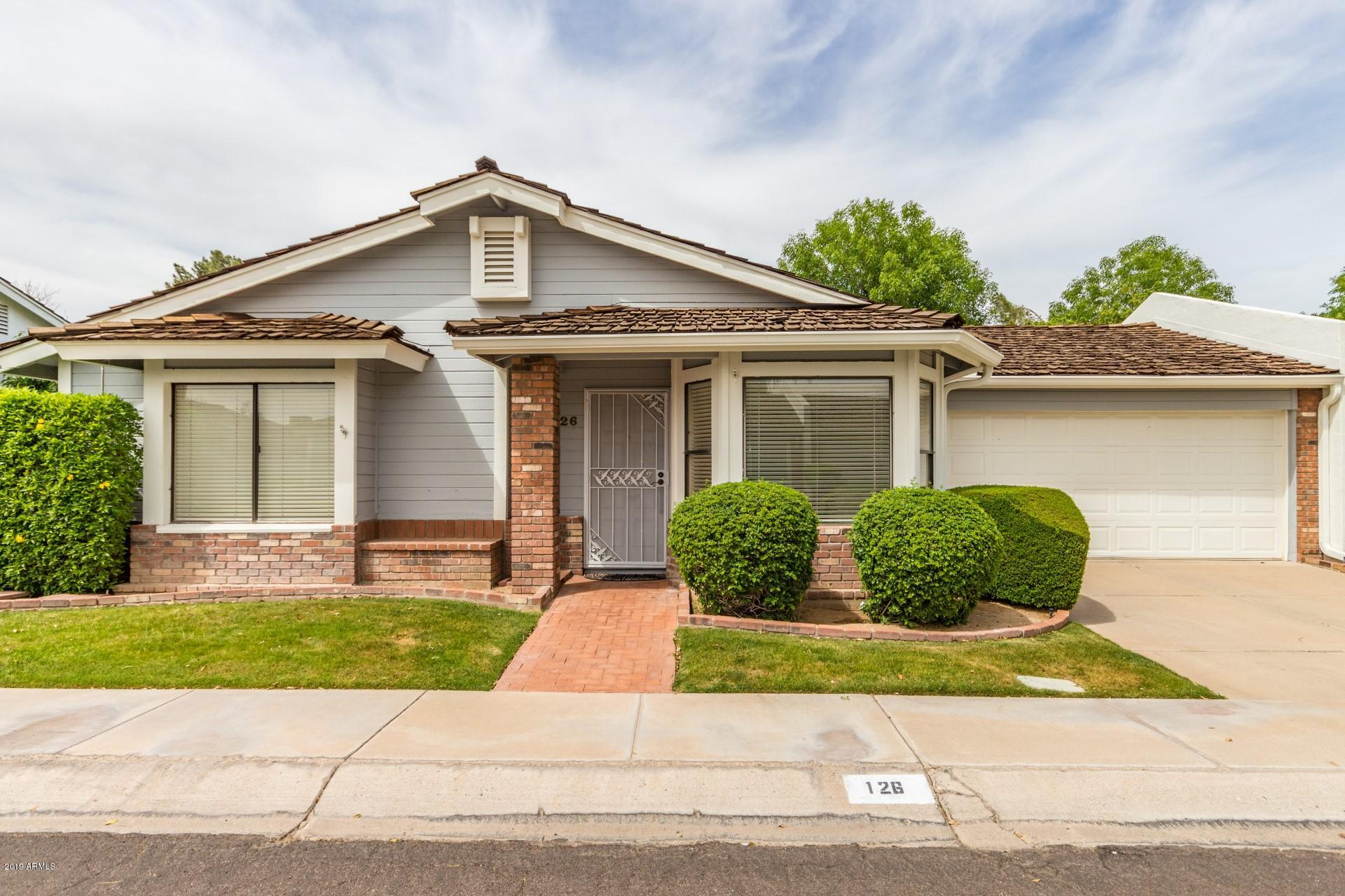 Photo of 126 E CAMPO BELLO Drive, Phoenix, AZ 85022