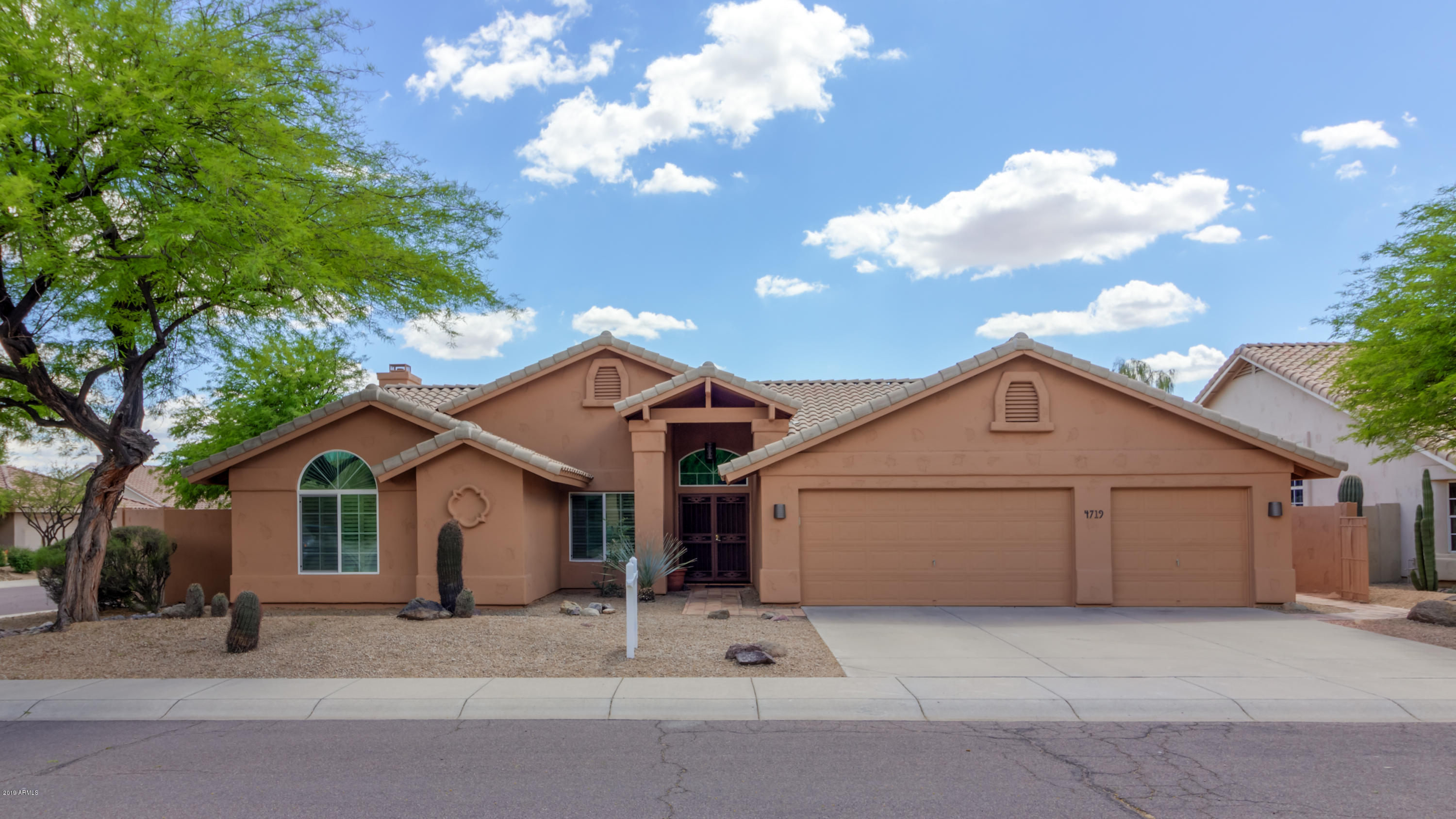 Photo of 4719 E CASCALOTE Drive, Cave Creek, AZ 85331
