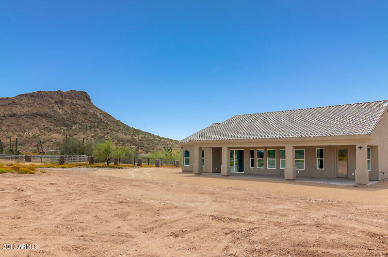 MLS 5881603 12 W CIRCLE MOUNTAIN Road, New River, AZ 85087 New River AZ Three Bedroom