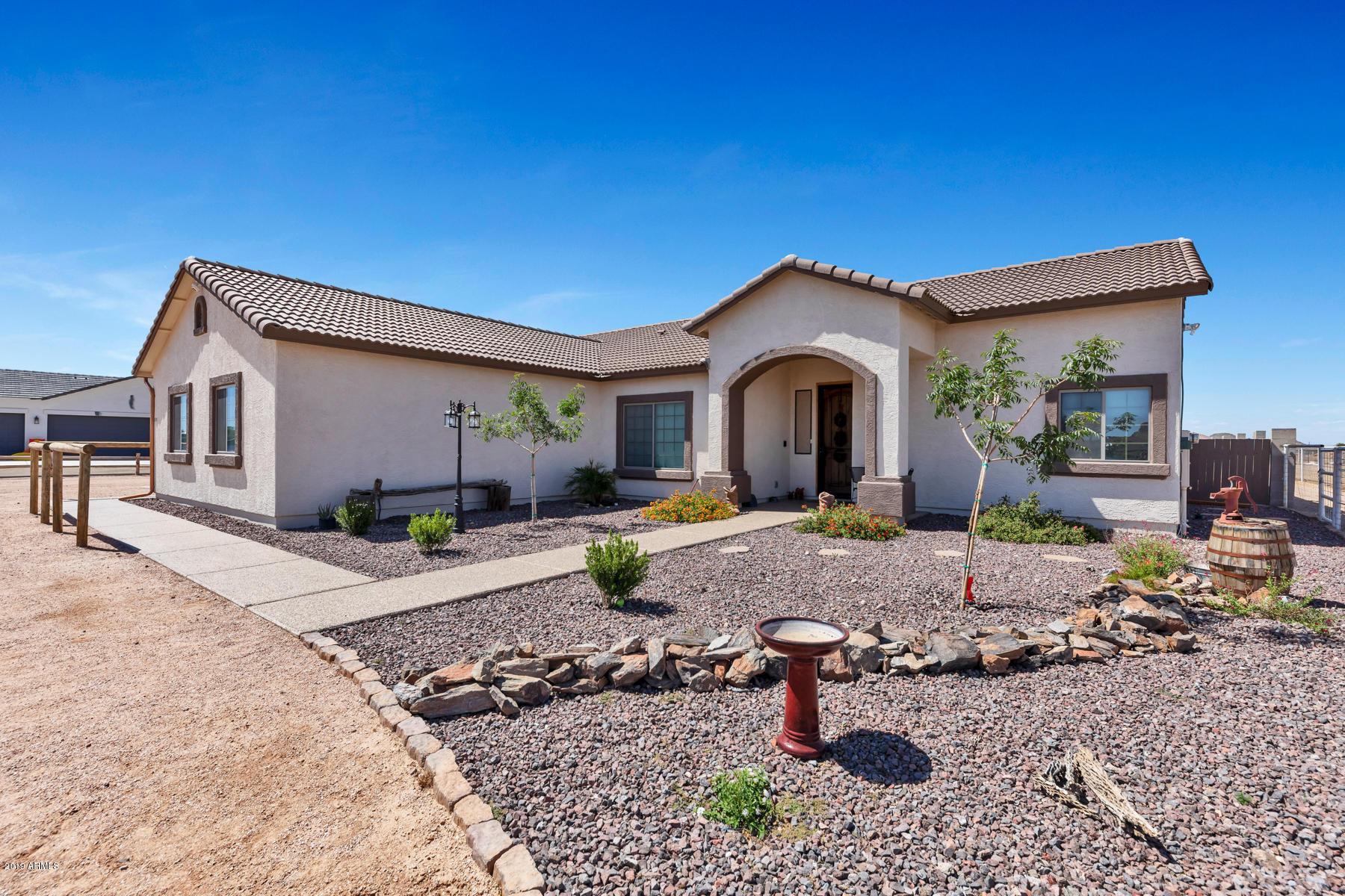 Photo of 898 W RHONDA VIEW Road, San Tan Valley, AZ 85143