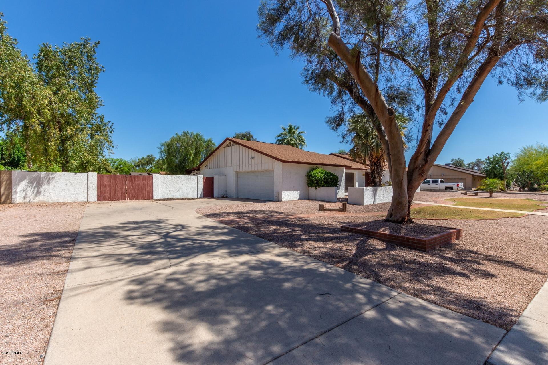 Photo of 5716 W POINSETTIA Drive, Glendale, AZ 85304