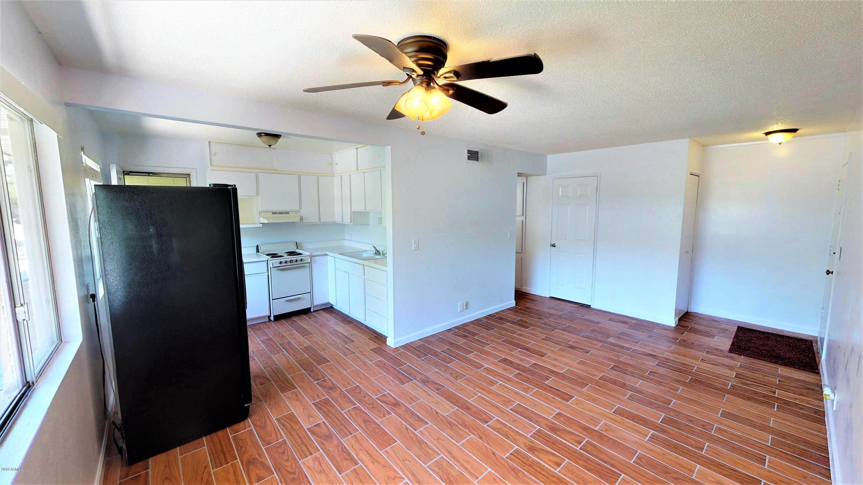 Photo of 2553 W ROSE Lane #A217, Phoenix, AZ 85017