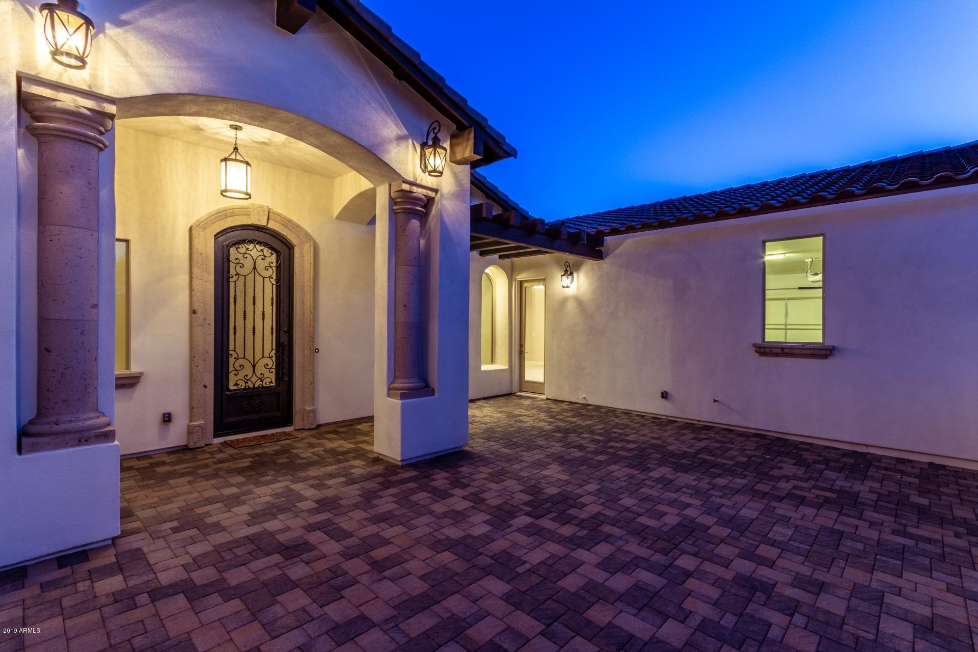 Photo of 6317 W PARKSIDE Lane, Glendale, AZ 85310