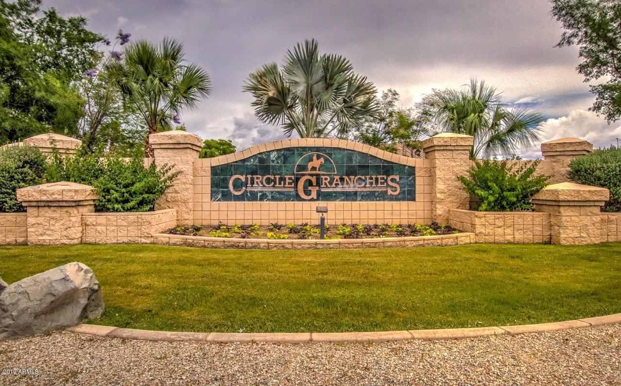 Photo of 2563 E TEAKWOOD Place, Chandler, AZ 85249