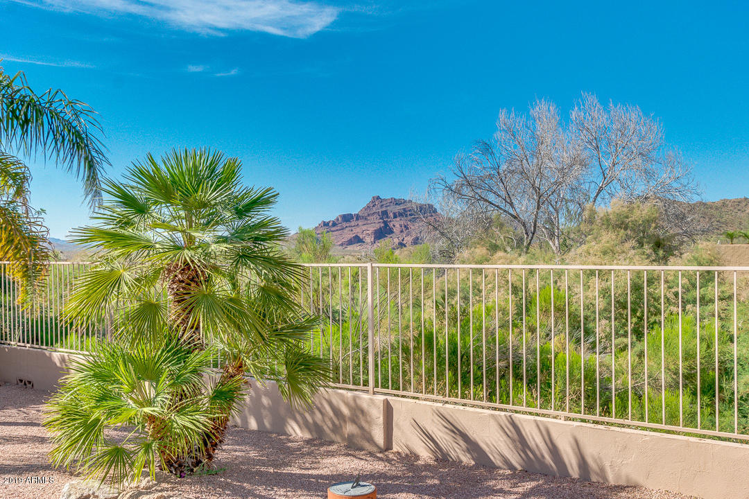 Photo of 6044 E VIEWMONT Drive, Mesa, AZ 85215
