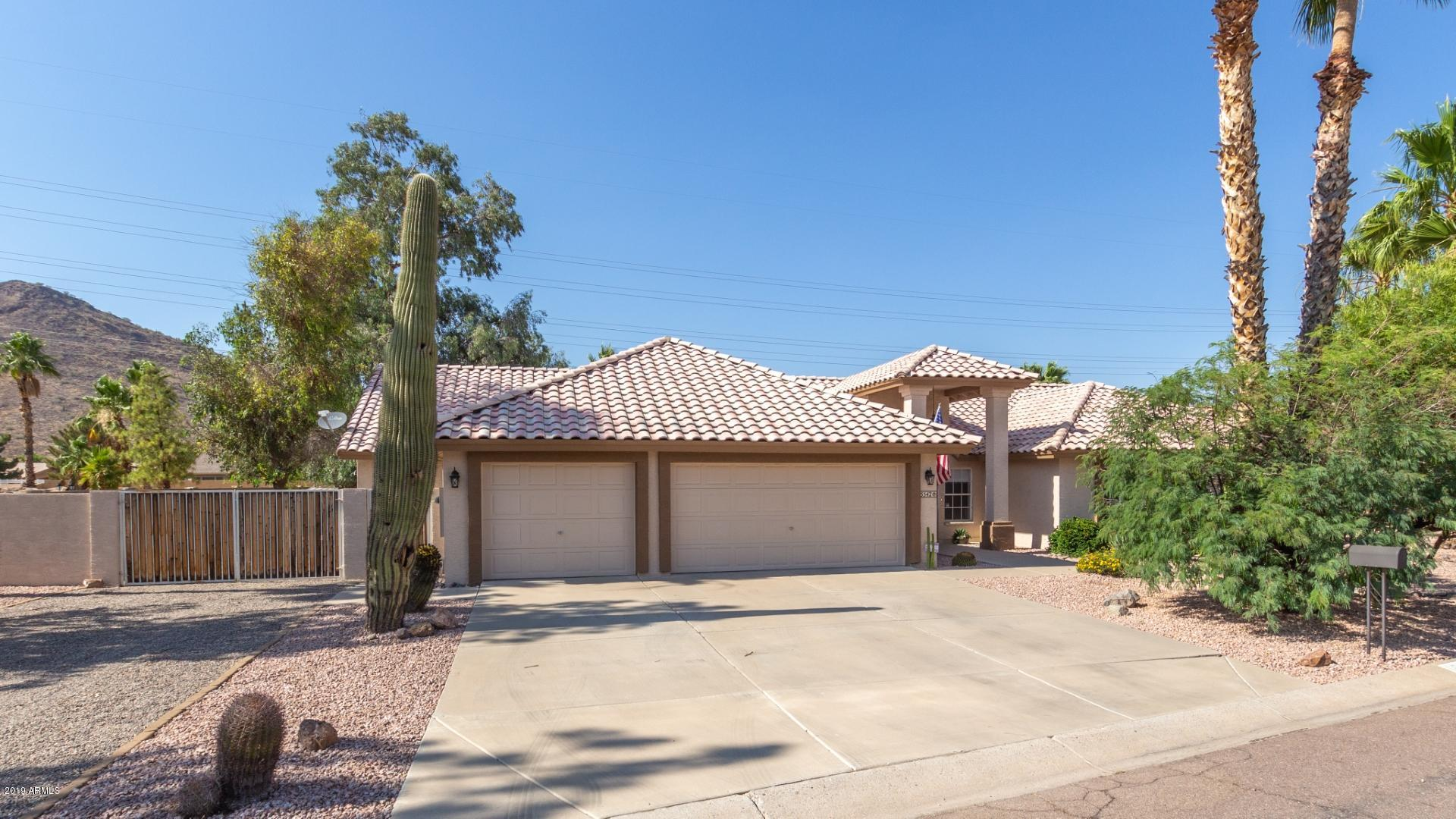 Photo of 5542 W NORTHWOOD Drive, Glendale, AZ 85310