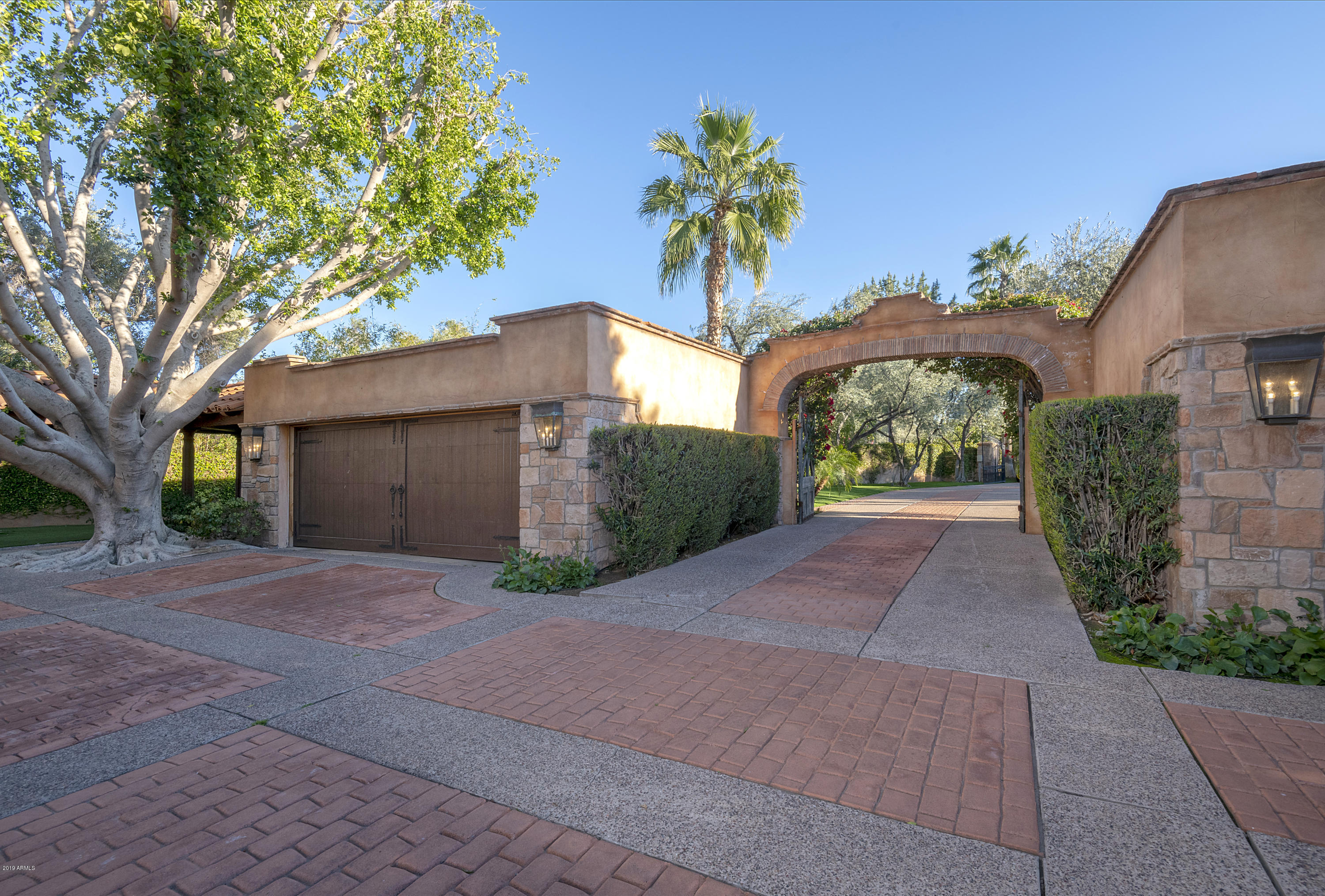 MLS 5937883 55 Biltmore Estate, Phoenix, AZ 85016