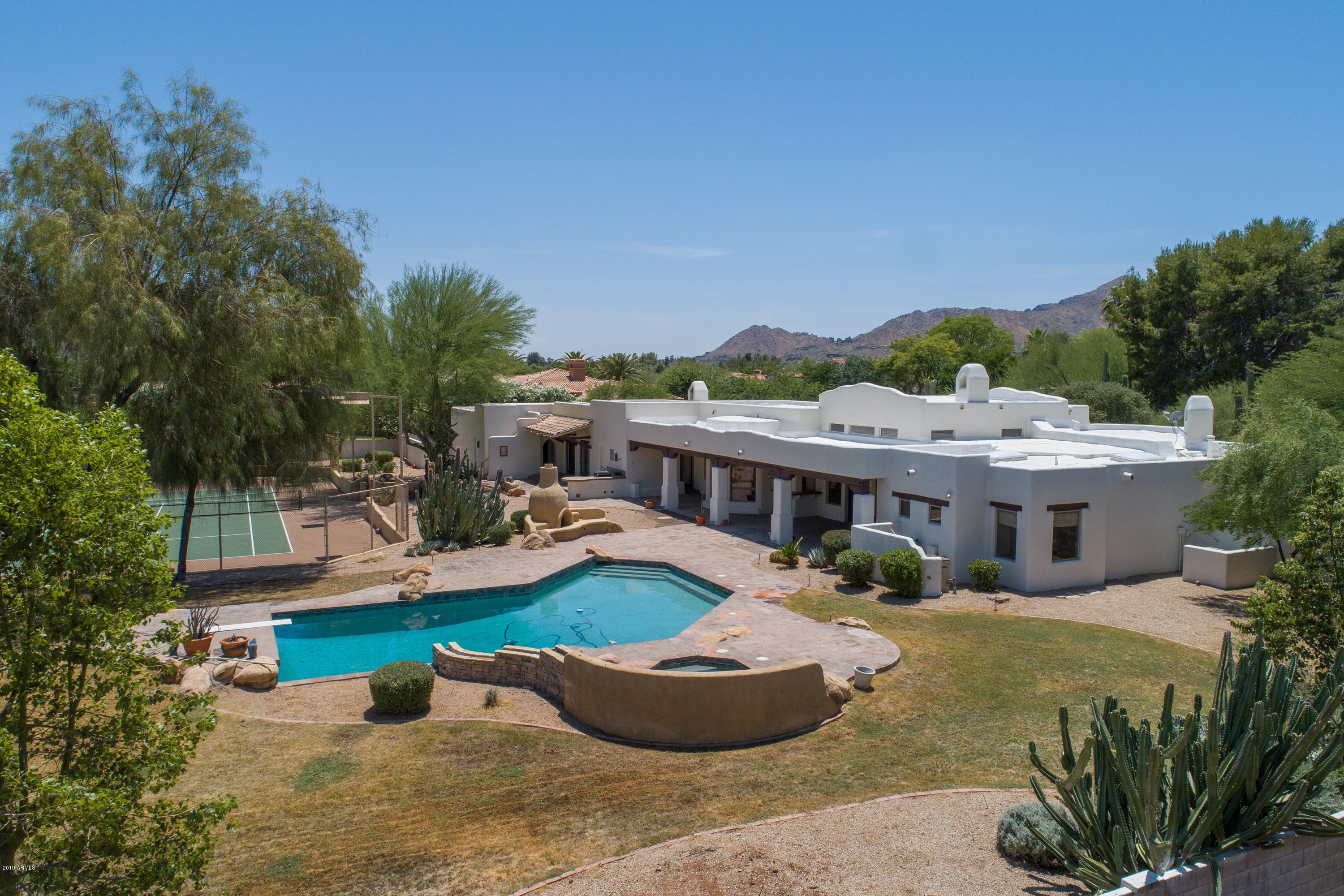 Photo of 9401 N 53rd Place, Paradise Valley, AZ 85253