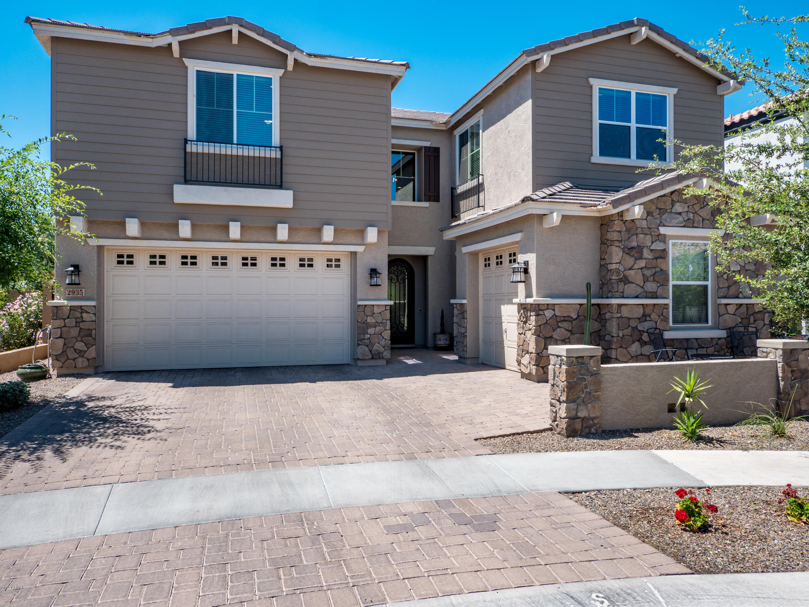 Photo of 2935 E MADISON VISTAS Drive, Phoenix, AZ 85016