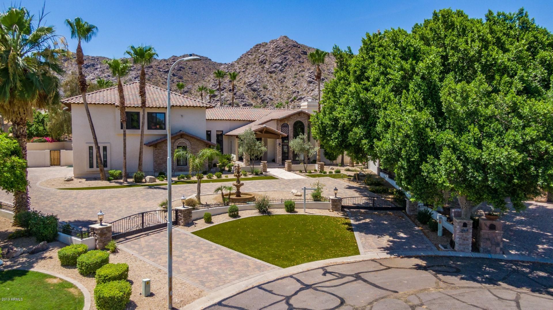 Photo of 11808 S TUZIGOOT Court, Phoenix, AZ 85044