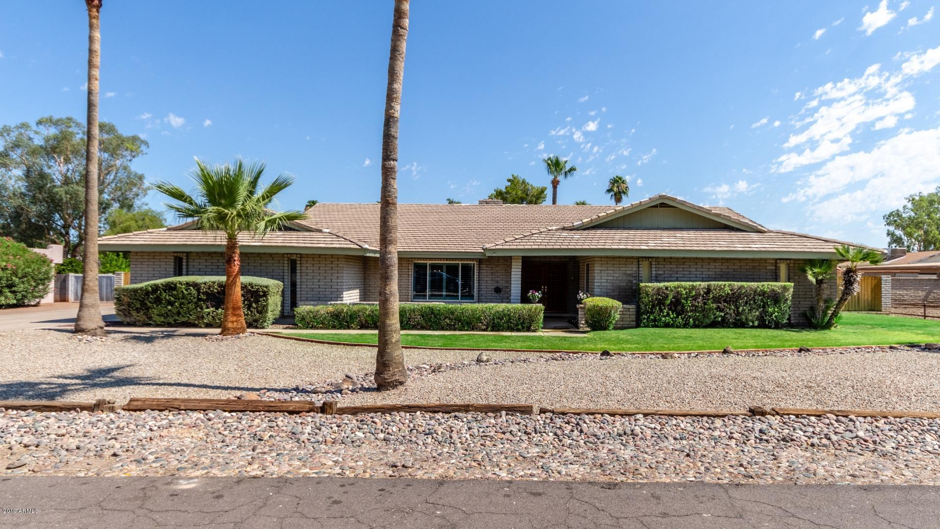Photo of 7126 W JOHN CABOT Road, Glendale, AZ 85308