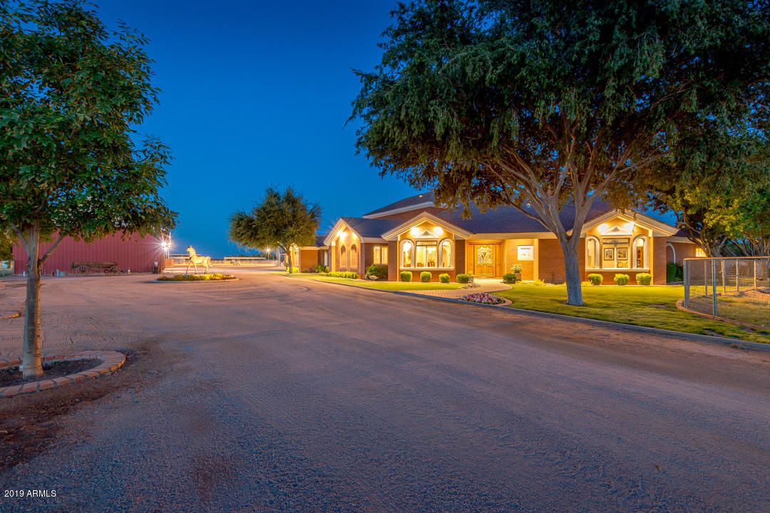 Photo of 24307 S LINDSAY Road, Chandler, AZ 85249