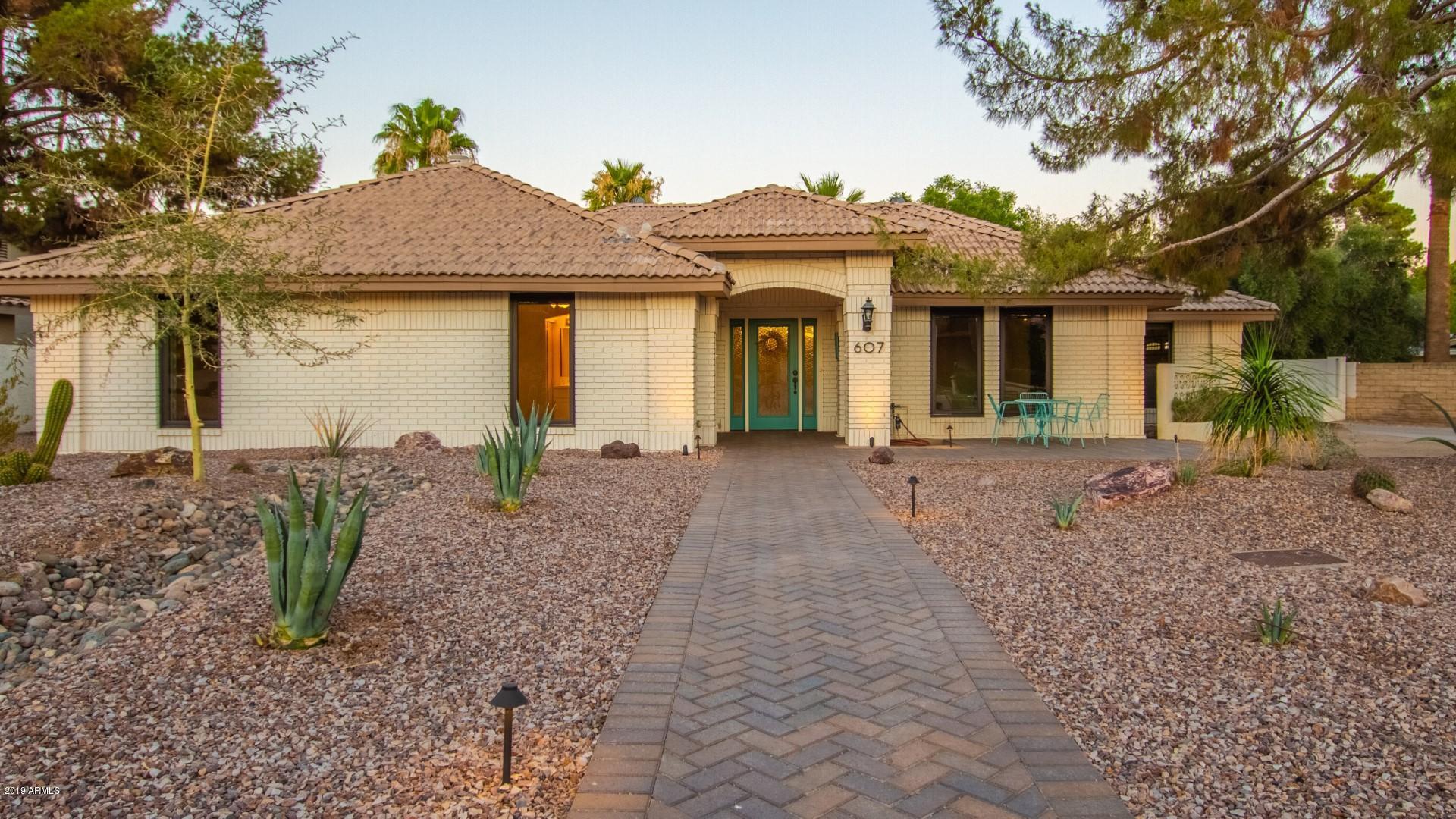 Photo of 607 N LA LOMA Avenue, Litchfield Park, AZ 85340