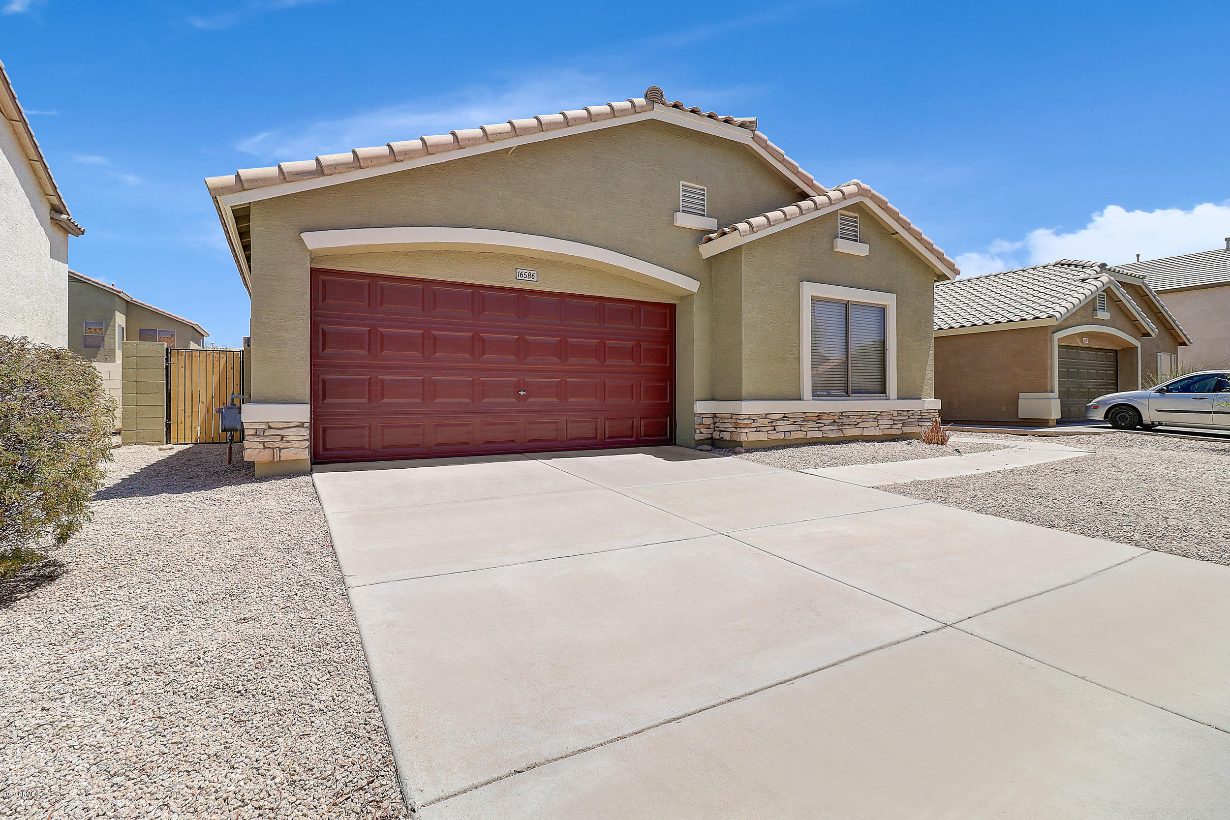Photo of 16586 W LATHAM Street, Goodyear, AZ 85338